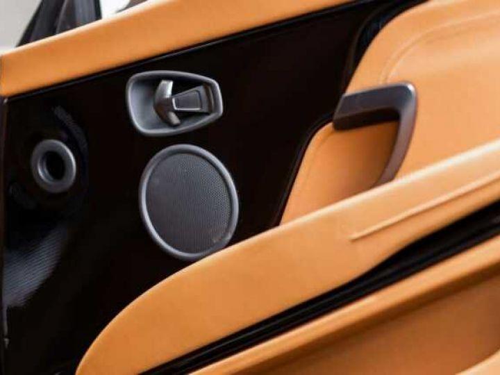Aston Martin DB11 V8#VOLANTE#BODYPACK BLACK# Special Q Onyx Black - 13