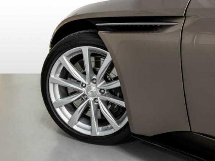 Aston Martin DB11 VOLANTE V8 4.0 MODEL 2020 BLACK BODYPACK Arizona Bronze métal - 5