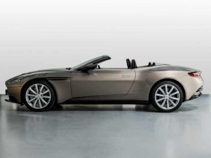 Aston Martin DB11 VOLANTE V8 4.0 MODEL 2020 BLACK BODYPACK Arizona Bronze métal - 6