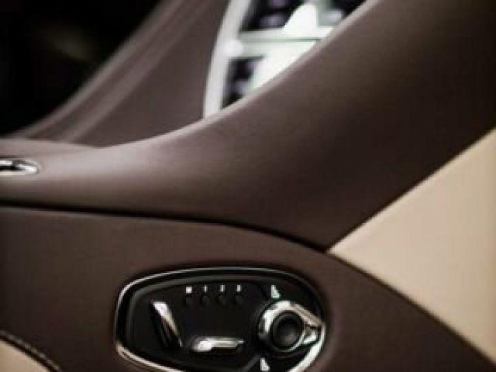 Aston Martin DB11 VOLANTE V8 4.0 MODEL 2020 BLACK BODYPACK Arizona Bronze métal - 13