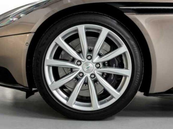 Aston Martin DB11 VOLANTE V8 4.0 MODEL 2020 BLACK BODYPACK Arizona Bronze métal - 15