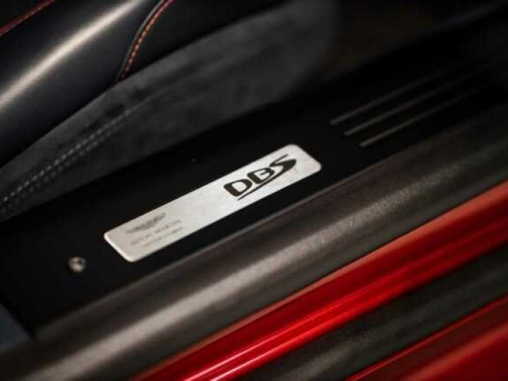 Aston Martin DBS SU'PERLEGGERA # RED DIVINE # BODYPACK CARBON Red Divine métsl - 18