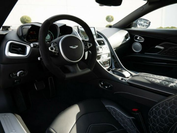 Aston Martin DBS SUPERLEGGERA Stratus Shite  - 4