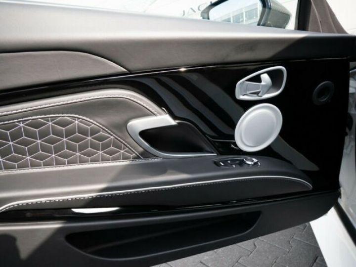 Aston Martin DBS SUPERLEGGERA Stratus Shite  - 11