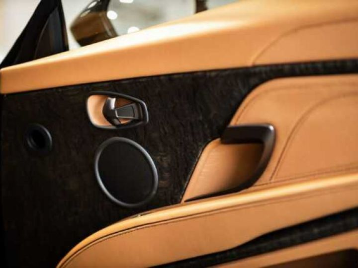 Aston Martin DBS SUPERLEGGERA VOLANTE#BODYPACK CARBON Marron Black métal - 13