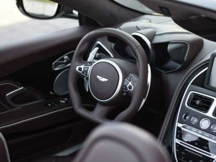 Aston Martin DBS Volante #A Gentleman in a Racing Suit# 725 CV Hammerhead Silver métal - 9