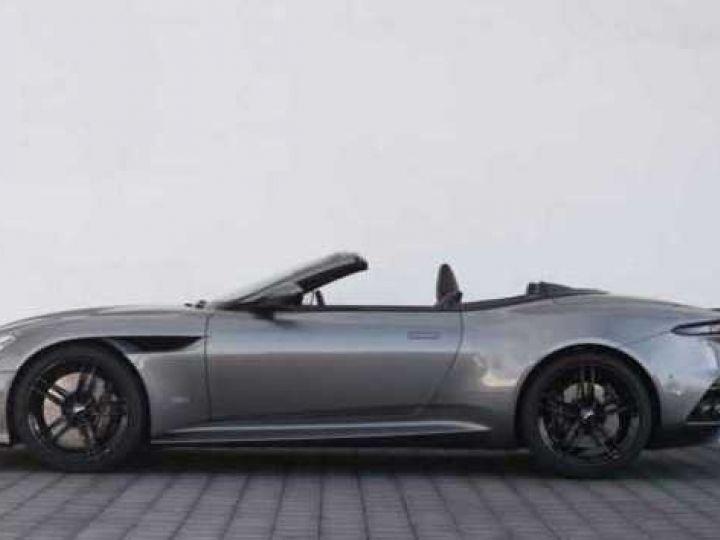 Aston Martin DBS Volante #A Gentleman in a Racing Suit# 725 CV Hammerhead Silver métal - 10