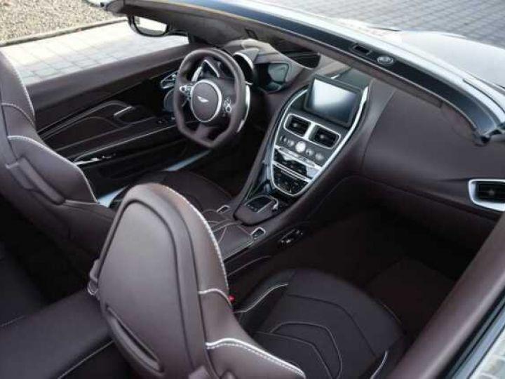 Aston Martin DBS Volante #A Gentleman in a Racing Suit# 725 CV Hammerhead Silver métal - 18