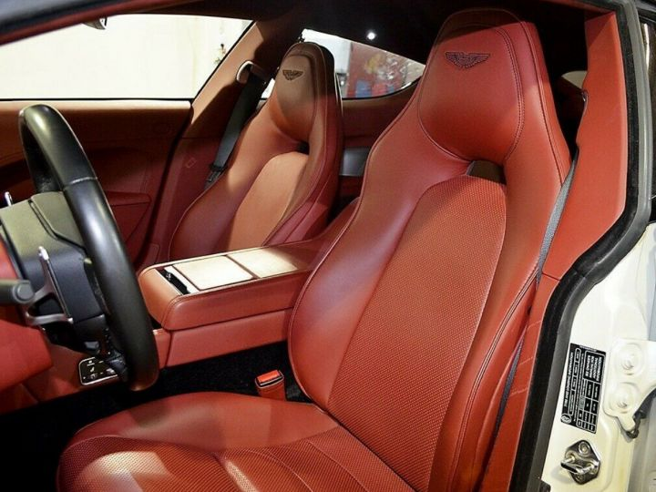 Aston Martin Rapide 5.9 477 V12 TOUCHTRONIC Blanc métal  nacré  - 9