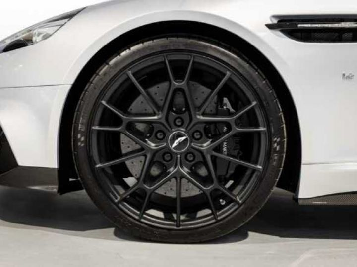 Aston Martin RAPIDE V12 AMR#Bodypack carbone Lightning Silver métal - 4