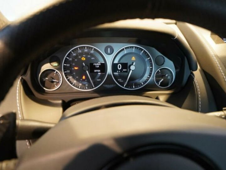 Aston Martin V12 Vantage Pack carbone intérieur+extérieur Meteorite Silver métal - 6