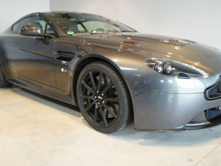Aston Martin V12 Vantage Pack carbone intérieur+extérieur Meteorite Silver métal - 12