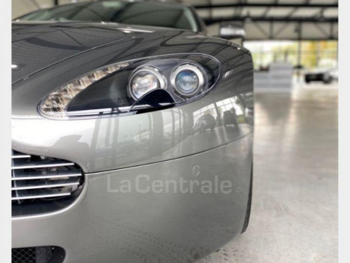 Aston Martin V8 Vantage 4.7 sportshift gris - 3