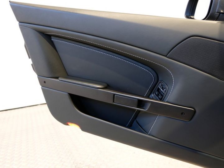 Aston Martin V8 Vantage 4.7 sportshift gris - 7