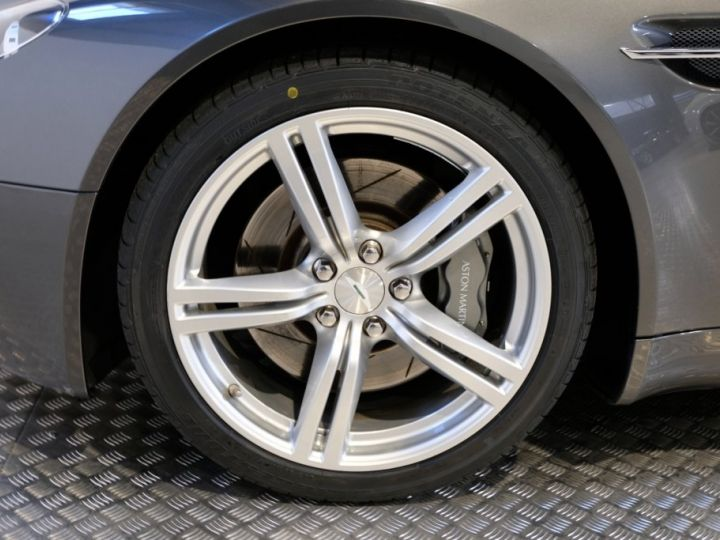 Aston Martin V8 Vantage 4.7 sportshift gris - 14