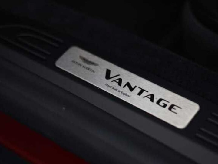 Aston Martin V8 Vantage BODYPACK BLACK Hyper Red - 13