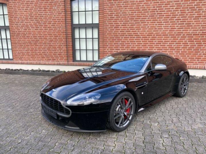 Aston Martin V8 Vantage # N430 # Noir - 1