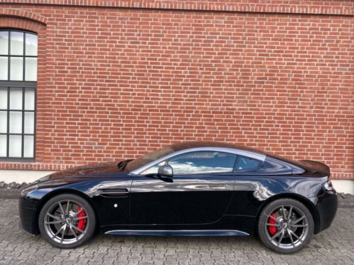 Aston Martin V8 Vantage # N430 # Noir - 2