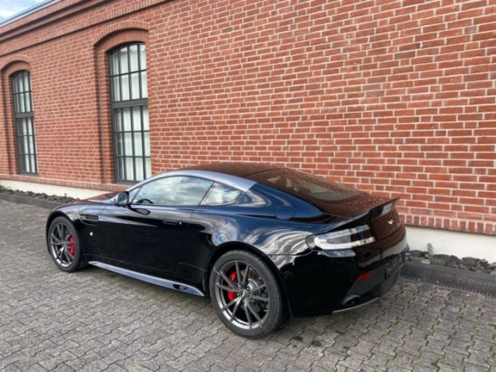 Aston Martin V8 Vantage # N430 # Noir - 3