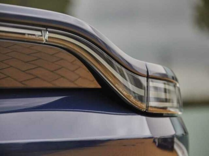 Aston Martin V8 Vantage NEW VANTAGE#Bodypack Black#Pack Sport Plus Midnight Blue métal - 17