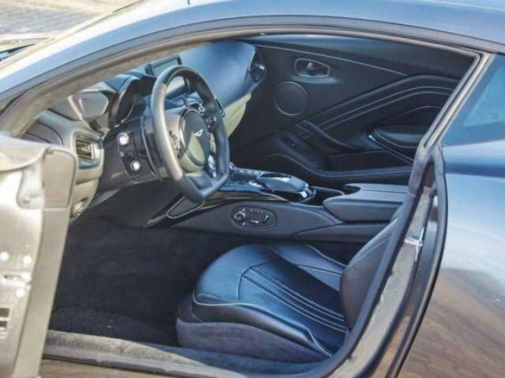 Aston Martin V8 Vantage New Vantage # Pack Black extérieur Magnetic silver métal  - 3