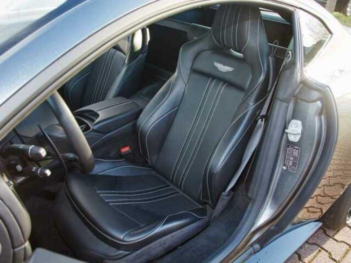 Aston Martin V8 Vantage New Vantage # Pack Black extérieur Magnetic silver métal  - 4