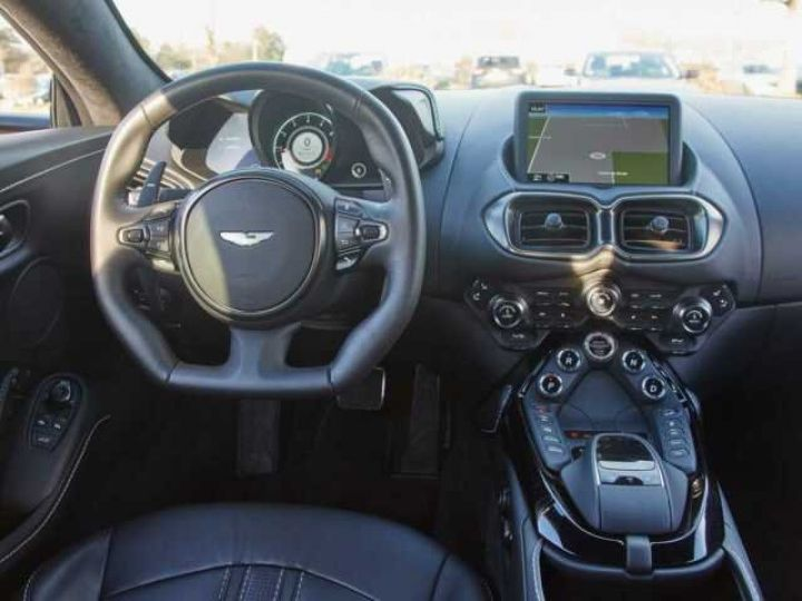 Aston Martin V8 Vantage New Vantage # Pack Black extérieur Magnetic silver métal  - 9