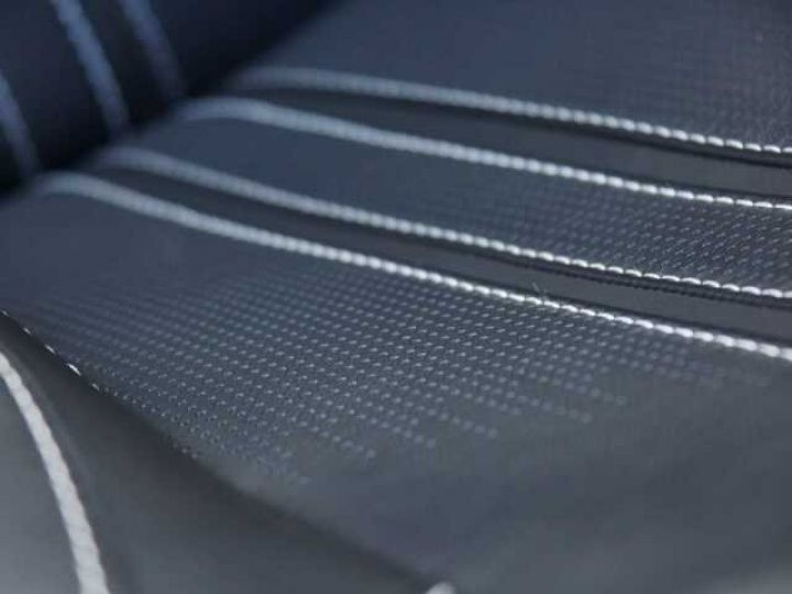 Aston Martin V8 Vantage New Vantage # Pack Black extérieur Magnetic silver métal  - 16