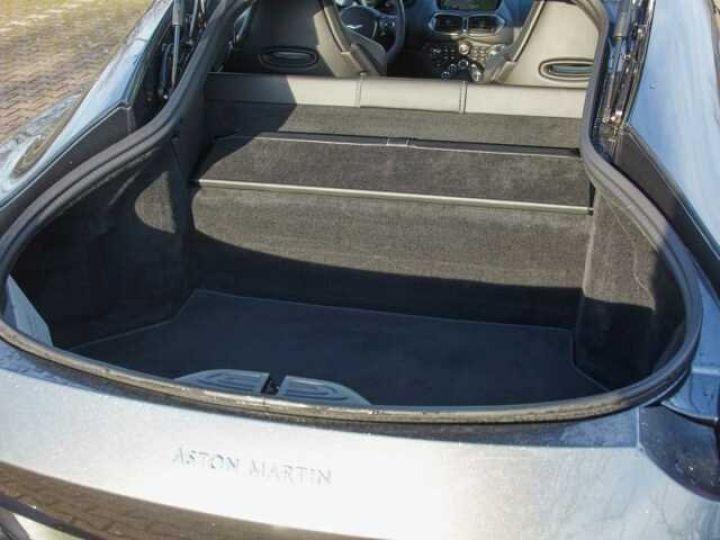 Aston Martin V8 Vantage New Vantage # Pack Black extérieur Magnetic silver métal  - 21