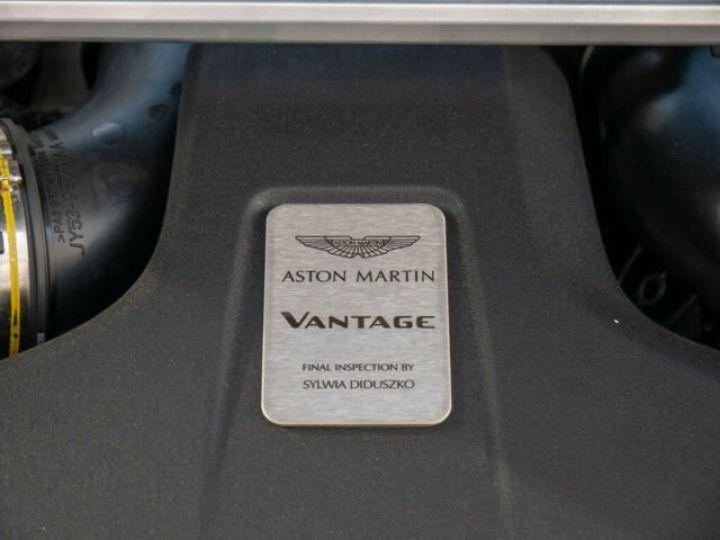 Aston Martin V8 Vantage Pack extérieur Black#cuir bicolore Midnight blue métal - 13