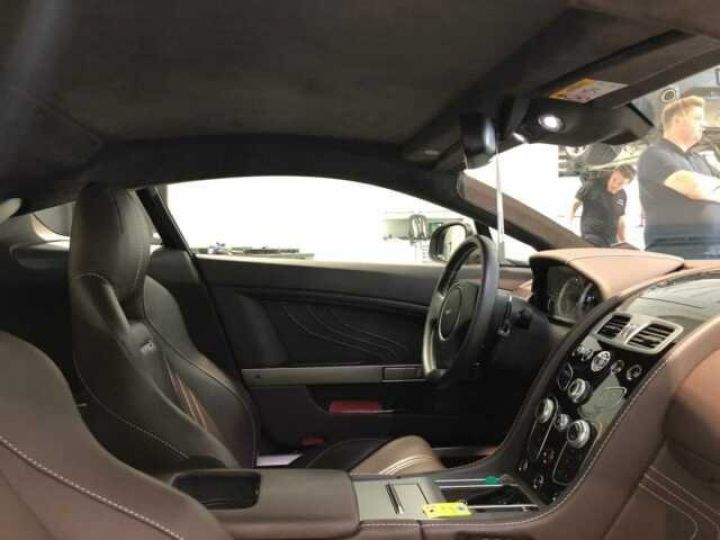 Aston Martin V8 Vantage S Silve Blonde/Gold - 3
