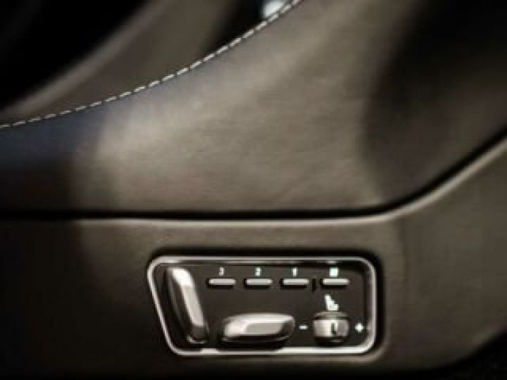 Aston Martin VANQUISH BVA TOUCHTRONIC III 8 rapports ZF# UNE VALEUR REFUGE Meteorite Silver métal - 16