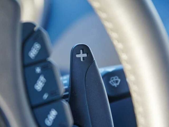 Aston Martin VANQUISH S PACK CARBONE Onyx Black métal - 21