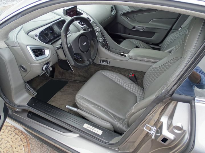 Aston Martin Vanquish V12 TOUCHTRONIC 573 CV COUPE - MONACO Tungsten Silver Metal - 6