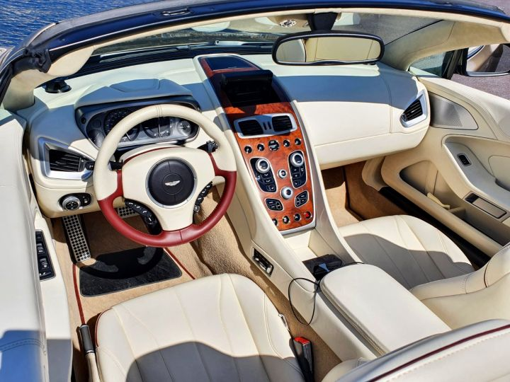 Aston Martin Vanquish VOLANTE V12 TOUCHTRONIC III Selene Bronze Métal Occasion - 19