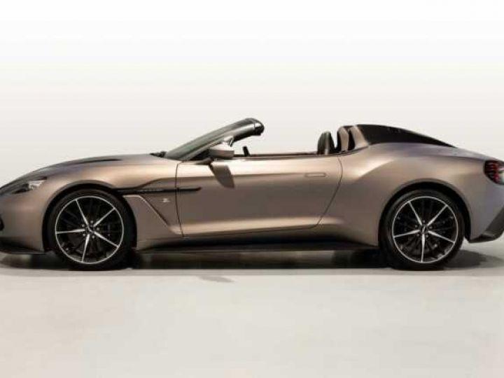 Aston Martin Zagato VANQUISH ZAGATO Speedster - 1 of 28 # UNE VALEUR REFUGE Satin Solar Bronze - 3