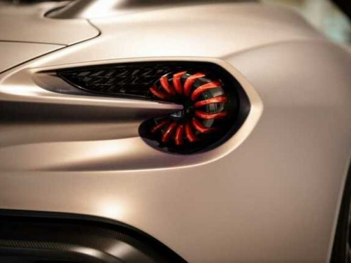 Aston Martin Zagato VANQUISH ZAGATO Speedster - 1 of 28 # UNE VALEUR REFUGE Satin Solar Bronze - 7