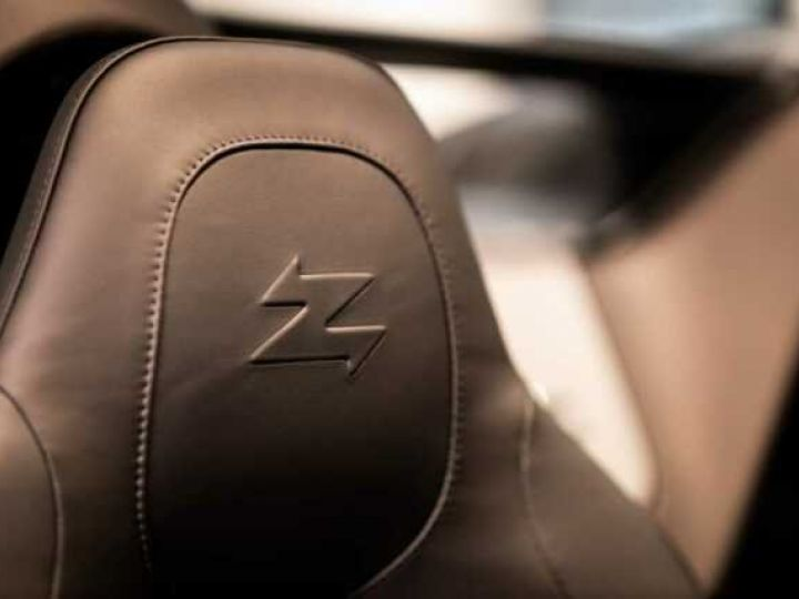 Aston Martin Zagato VANQUISH ZAGATO Speedster - 1 of 28 # UNE VALEUR REFUGE Satin Solar Bronze - 14