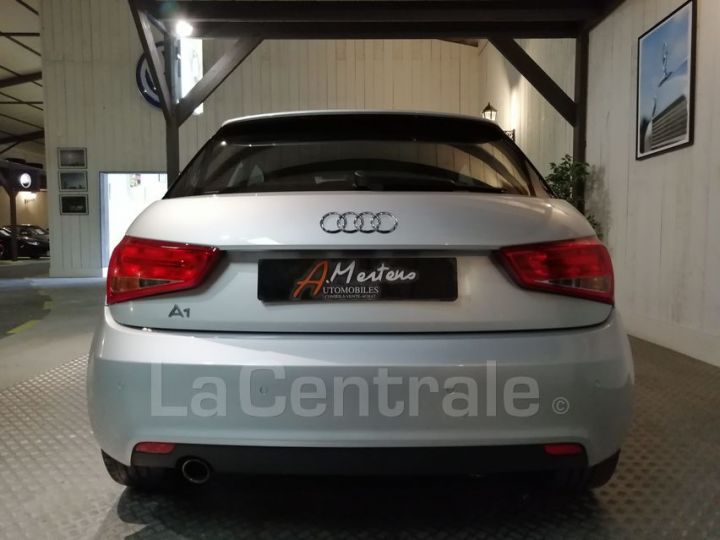 Audi A1 1.6 TDI 90 AMBITION LUXE S TRONIC gris metal - 4