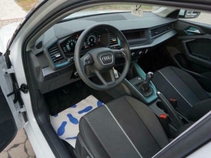 Audi A1 Sportback II 30 TFSI 116 DESIGN (03/2019) Glacier White Metallisé - 8