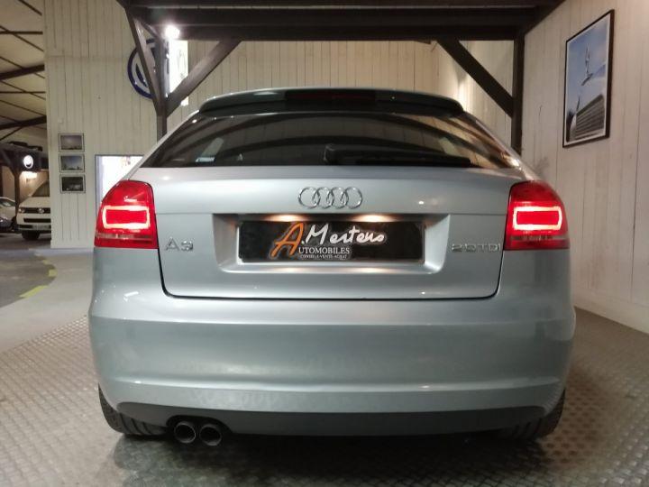 Audi A3 2.0 TDI 140 CV SLINE Gris - 4