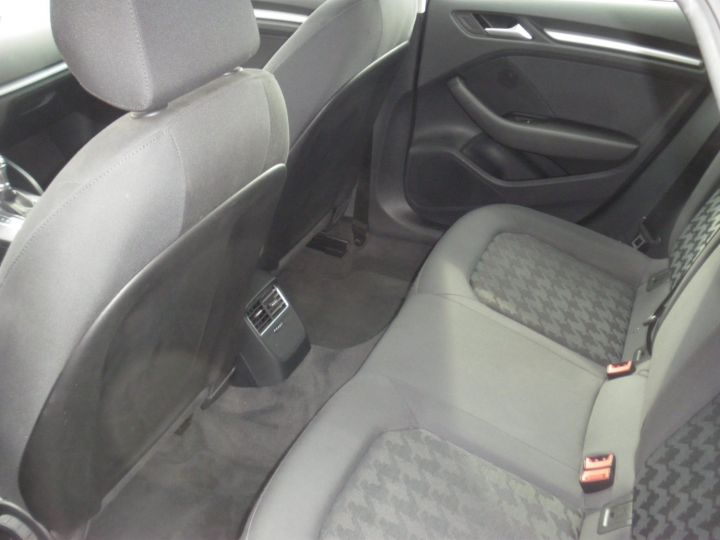 Audi A3 Sportback 1.4 TFSI 125cv NOIR - 4