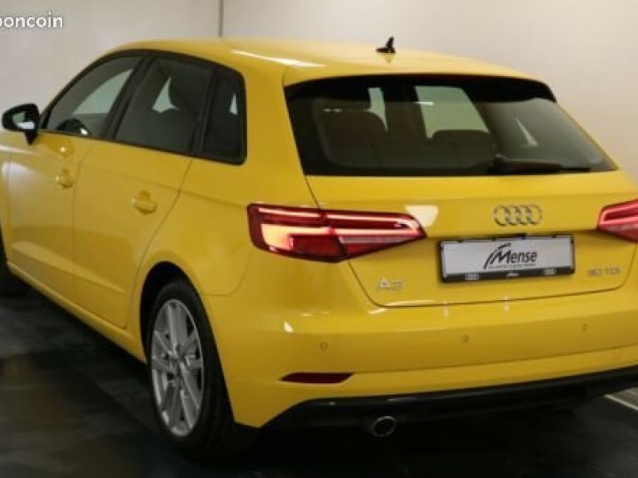 Audi A3 Sportback 30 TDI Sport Jaune - 2