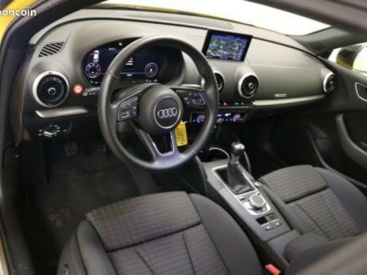 Audi A3 Sportback 30 TDI Sport Jaune - 4