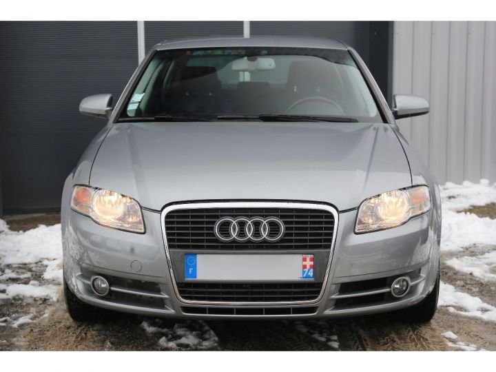 Audi A4 2.0 TDI Attraction GRIS - 2