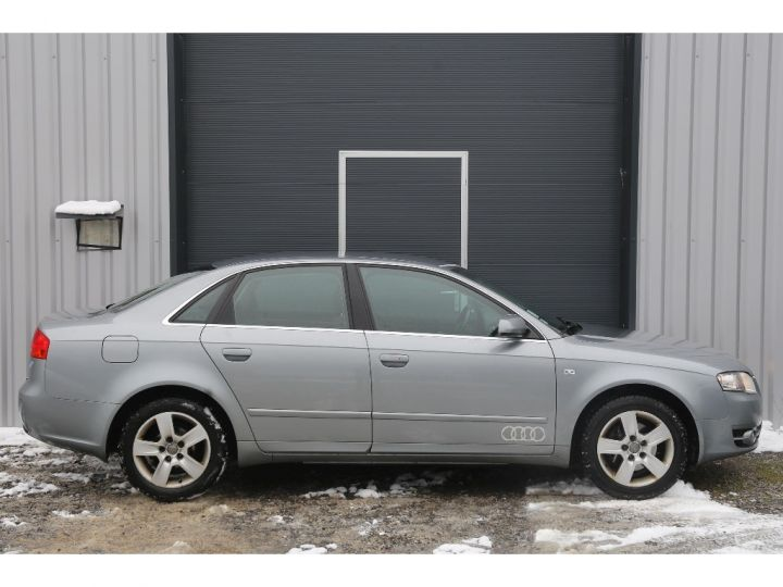 Audi A4 2.0 TDI Attraction GRIS - 4