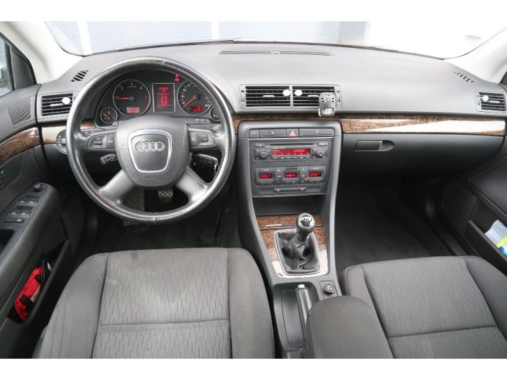 Audi A4 2.0 TDI Attraction GRIS - 7