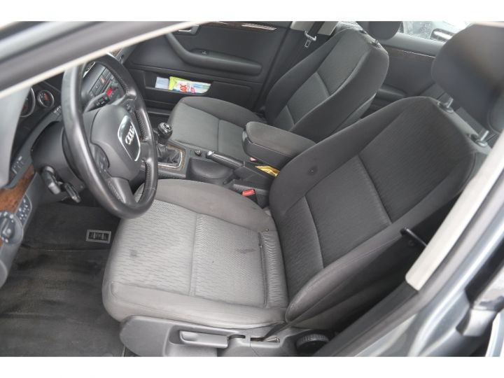 Audi A4 2.0 TDI Attraction GRIS - 8