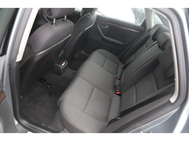 Audi A4 2.0 TDI Attraction GRIS - 10