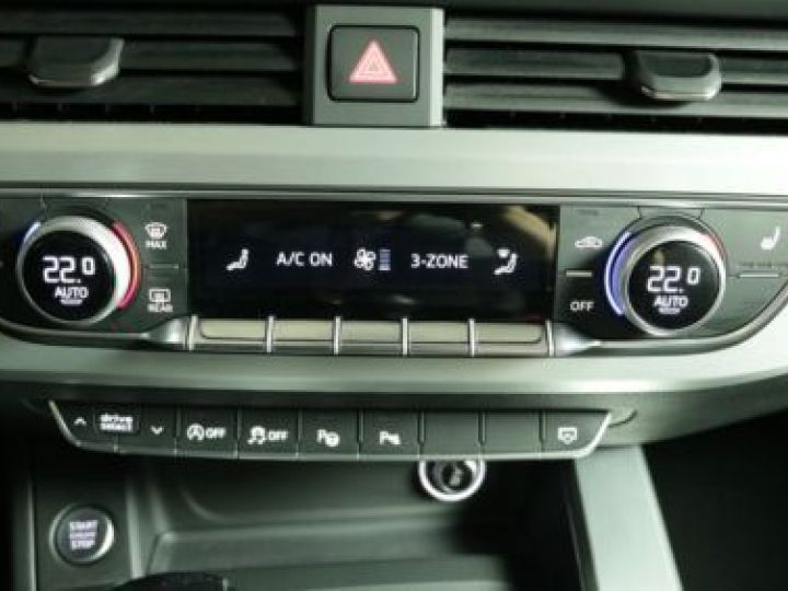 Audi A4 Avant 2.0 TDI 190CH S LINE GRIS   DAYTONA - 7